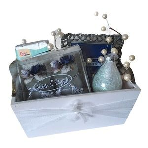 Holiday gift basket candles, frame and bath butter